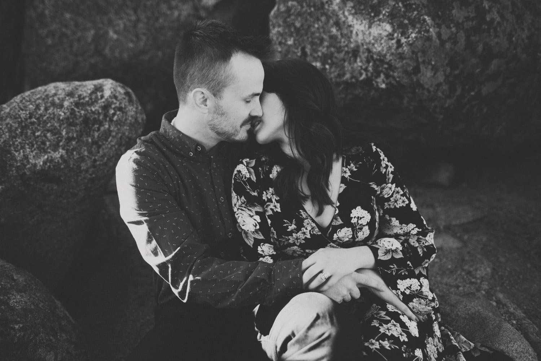 couple kissing at Lake Tahoe