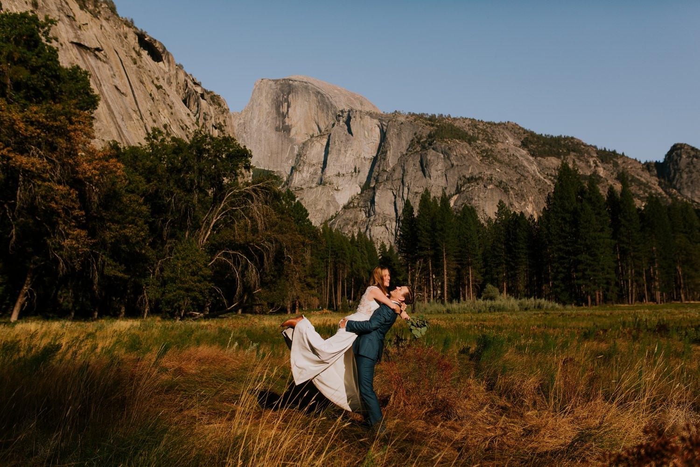 wedding couple in yosemite valley